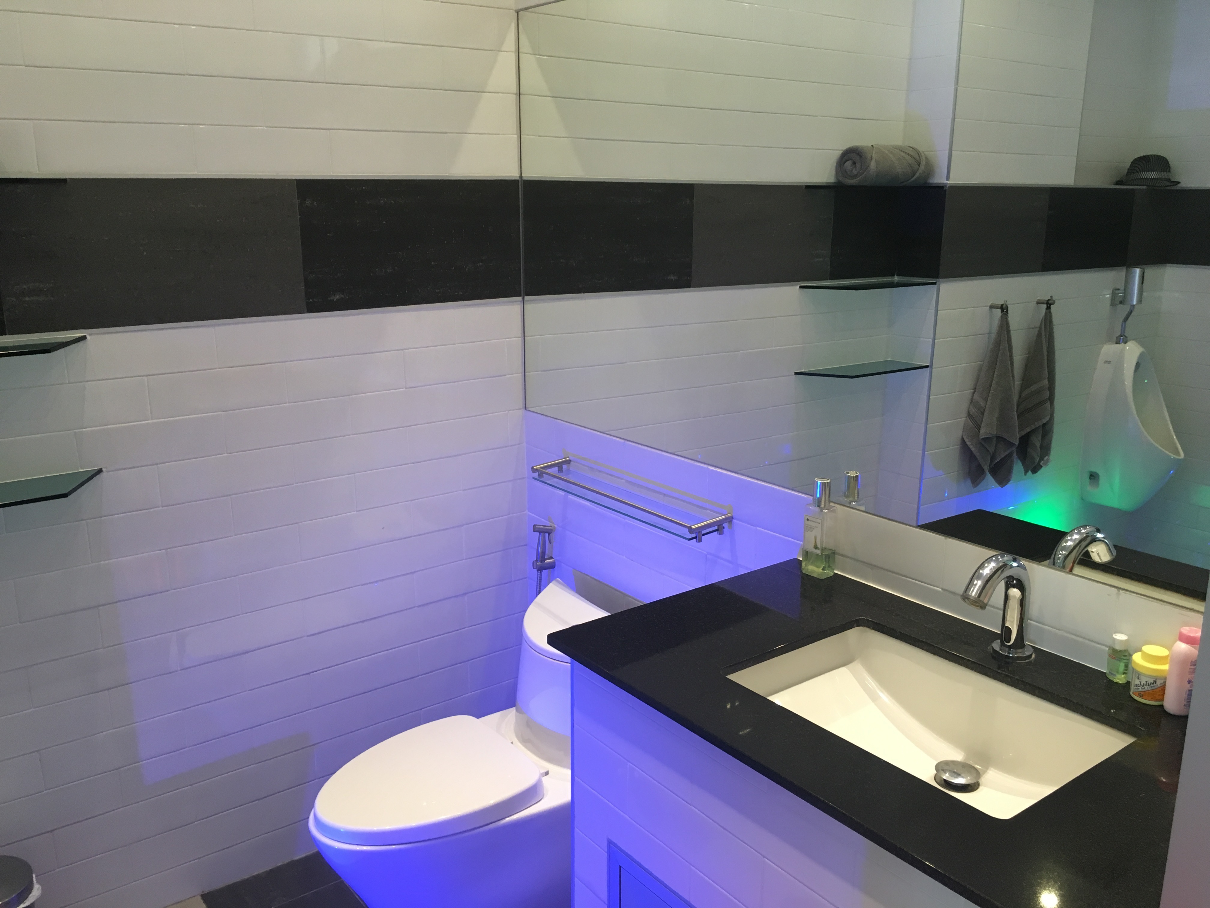 bathrooms (19)