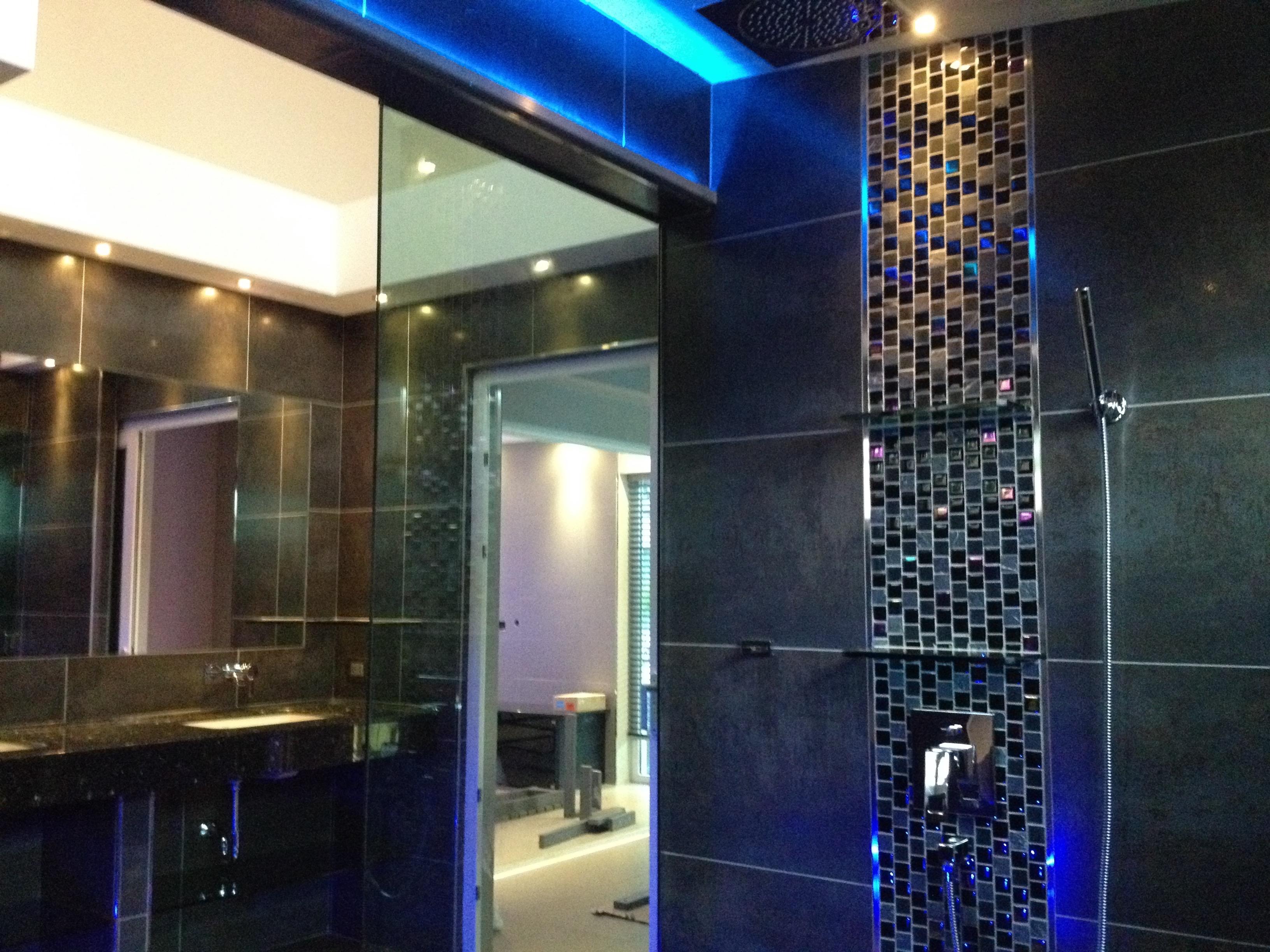 bathrooms (24)