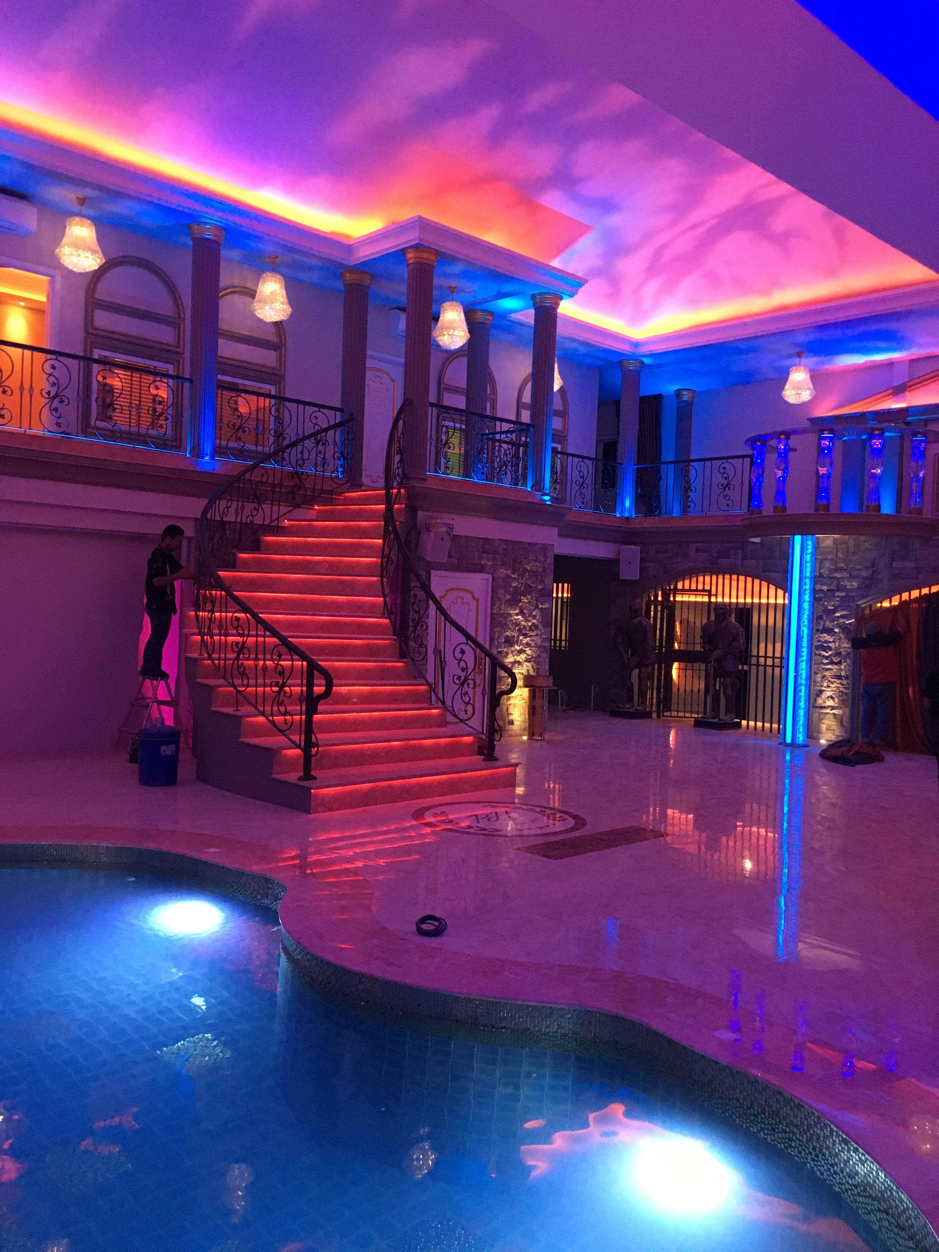 pool (32)